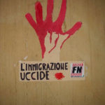 Le slogan de Forza Nuova « Immigration kills » (L'immigration tue)
